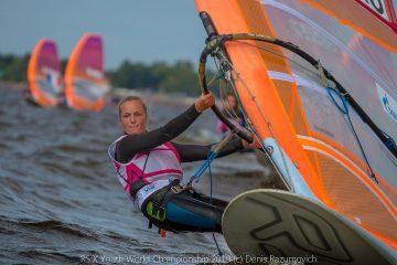 Figure 1 Héloïse Macquaert lors des RSX Youth World Championship 2019 où elle a obtenu une médaille de bronze. Photographie Denis Razumovich